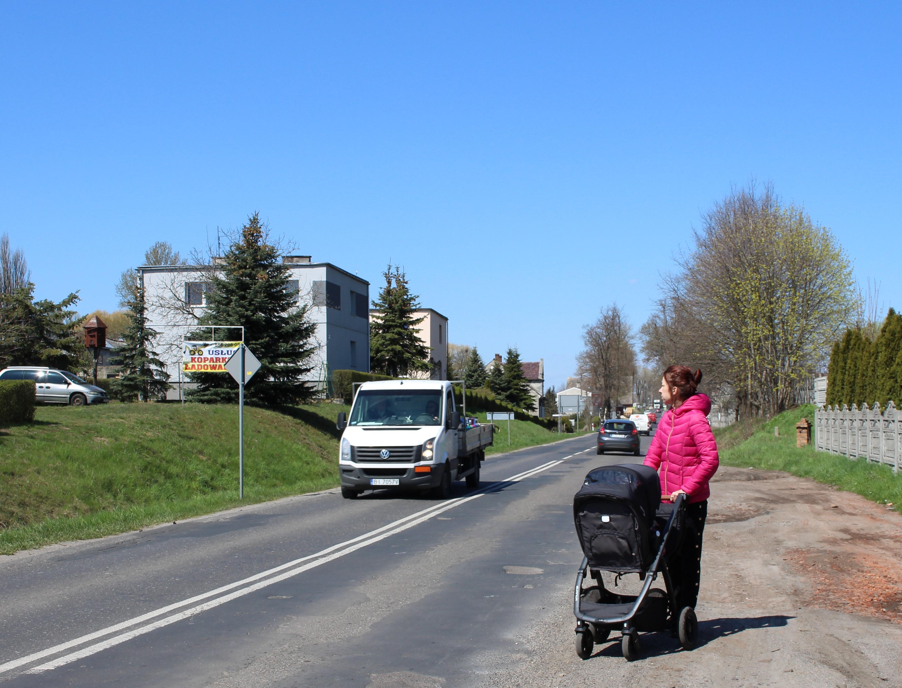 Ilustracja do informacji: Grabik z nową drogą i chodnikiem do marketu